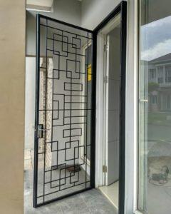 Pintu Besi Modern 240x300 - Bengkel Las Setu Tangerang Selatan
