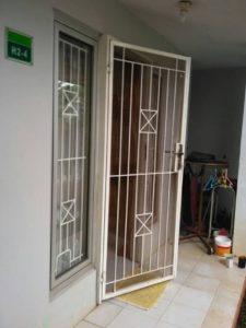 Pintu Besi Simple 225x300 - Bengkel Las Kedaung Depok