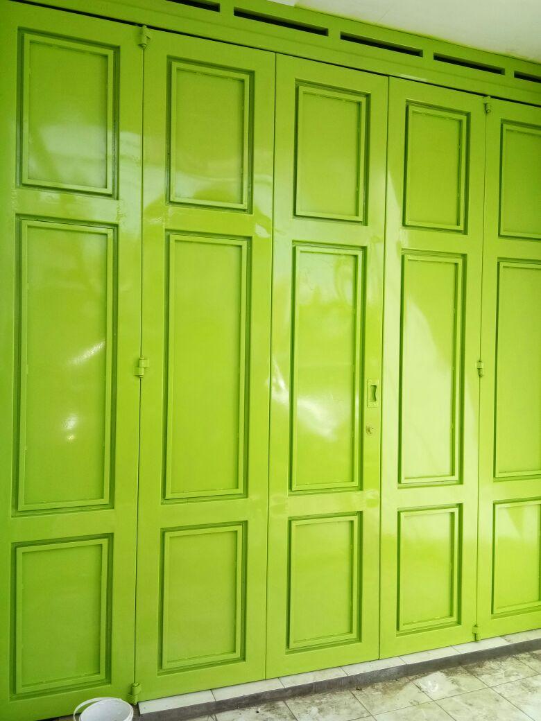 Pintu Garasi Besi Hijau